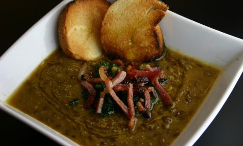 Zuppa di lenticchie alla paprika con speck e cime di rapa