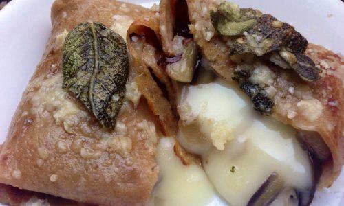 Crepes di castagne con radicchio e taleggio