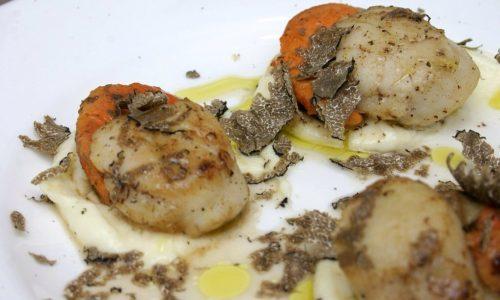 Capesante al tartufo nero su maionese alle patate