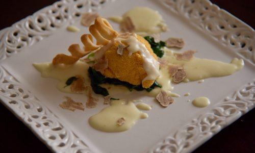 Uovo in crosta di polenta con tartufo